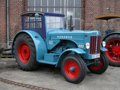 R 60 Tractor Cabs, New Tractor, James Bond Movie Posters, James Bond Movies, Classic Tractor, Old Tractors, Old Farm, Car Brands, Bulldogs