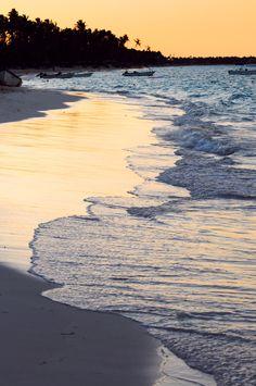 Republique Dominicaine PuntaCana , coucher de soleil sur le lagon proche de Punta Cana.