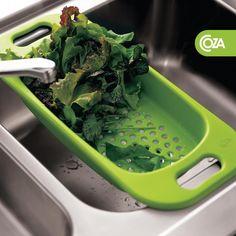 O Escorredor para Cuba é perfeito para encaixar na pia. Pode servir como escorredor de talheres e copos ou mesmo como um excelente espaço para lavar e separar alimentos para saladas. Curtiu?