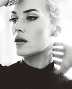 I wish I could do a great cat eye! And as always, adore Kate Winslet!