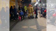 """""""Oí una explosión y gritos"""": hombre incendia banco en Australia y deja 26 heridos"""