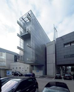 Morphopedia - The Online Encyclopedia of Morphosis California Architecture, School Architecture, Residential Architecture, Amazing Architecture, Contemporary Architecture, Art And Architecture, Architecture Details, Morphosis Architects, Deconstructivism