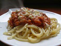 Spaghetti z sosem z czerwonej soczewicy