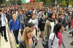L'Aquila, fiume di studenti in corteo «Questa città non ci rispecchia»