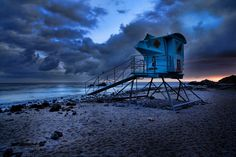 Lifeguard tower Leo Carillo beach