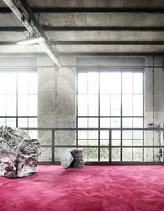 Gala ist ein absolutes Highlight der neuen Kollektion. Die sehr elegante Glanzoptik des Objektvelours eignet sich für spektakuläre Rauminszenierungen. Die Einsatzmöglichkeiten des Teppichbodens sind weit gefächert, vom Hotelzimmer bis hin zum gehobenen Wohnen, vom Messestand bis hin zum Vorstandsbereich. Der edel changierende Velours wird in 15 brillanten Trendfarben angeboten.Teppich | Teppichboden | Büro | Akustik www.toucan-t.de
