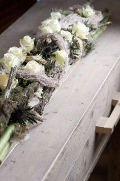 3450. Vergrijst witte tinten ± 120 cm Deco Floral, Arte Floral, Floral Design, Funeral Arrangements, Flower Arrangements, Grave Decorations, Table Decorations, Bussines Ideas, Casket Sprays