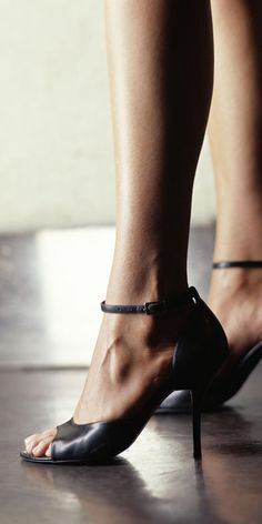 Add these podiatrist-recommendedmovesto your workoutto ward off the not-so-sexy side effects of heels.