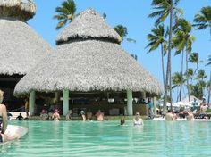 Now Larimar Punta Cana: Swim up bar