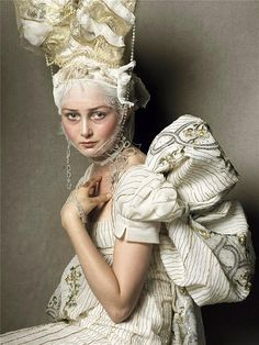 Amy Fin wearing John Galliano for Christian Dior haute couture for Vogue Italia shot by the one and only Steven Meisel Steven Meisel, Vogue Fashion, Fashion Art, Editorial Fashion, Trendy Fashion, Style Fashion, Portrait Editorial, Fashion Editor, Fashion Addict
