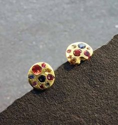 Polly+Wales+Small+Rainbow+Crystal+Disc+Studs+-+Polly's+innovative+process+involves+an+array+of+gemstones+placed+in+precious+metals+that+create+a+slightly+unpredictable+outcome+with+a+rough+luxe.Metal:+18K+goldStone:+Multi+colored+sapphiresSize:+1/4+inch+round