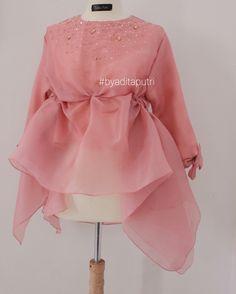 ideas for fashion style modern simple Spring Fashion Outfits, Hijab Fashion, New Fashion, Trendy Fashion, Womens Fashion, Modern Kebaya, Dress Pesta, Organza Dress, Embroidery Fashion