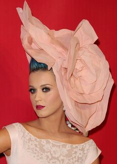 2bbe503780ead Katy Perry In Flower Head-Pieces Hilary Duff
