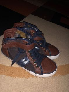 c5f055ccb Tommy Hilfiger Boys Size 2 Dennis Low Top Slip On Shoes Brown White Sneakers  Condition is Pre-owned.