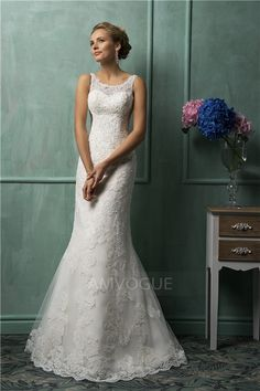 Sheath/Column Scoop Neck Court Train Wedding Dress With Lace