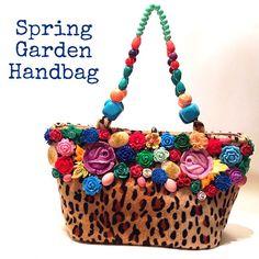 """29 Me gusta, 3 comentarios - Gabriella Capucci Accessories (@gabriellacapucci) en Instagram: """"Muchas cosas nuevas! One-of-a-kind #flower #handbag """""""