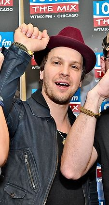 One of our favorite musicians, Gavin DeGraw, poses proudly with his #Army Dress Peace Cord!