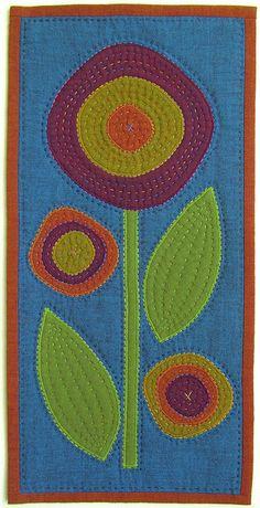 Appliqué Mini Quilt - Wall Hanging - Small Flowered Appliquéd Quilt with Hand… Hand Quilting Patterns, Applique Patterns, Applique Quilts, Quilting Projects, Quilting Designs, Small Quilts, Mini Quilts, Circle Quilts, Flower Quilts