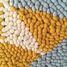 Punch needle texture . . #punchneedle #amyoxfordpunchneedle #amyoxford #texture #fabricyarn #punchneedleembroidery #punchneedleworkshop #hetateliervanevav