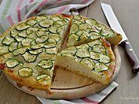 Focaccia con zucchine e formaggio