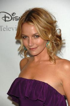 "Becki Newton Photos - Actor Becki Newton attends Disney and ABC's ""TCA - All Star Party"" at the Beverly Hilton on July 2008 in Beverly Hills, California. - Disney And ABC's 'TCA - All Star Party' Hot Actresses, Beautiful Actresses, Becki Newton, Beauty Over 40, Star Party, Gorgeous Blonde, Beverly Hilton, Celebs, Celebrities"