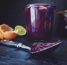 Himmlisch leckerer Blaubeer-Curd - Lemon-Curd war gestern. Perfekt als Tortenfüllung oder einfach pur vom Löffel - ein Genuss im wunderschönen lila.  #einhäppchenliebe #foodblogger #curd #blueberry #blaubeer #blaubeercurd  #curdaddict Chutneys, Sweet Butter, Marzipan, Dessert Recipes, Desserts, Sweet Recipes, Sweets, Homemade, Baking