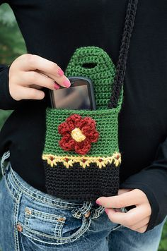 Ravelry: Perfect Purse pattern by Deborah Bagley.loving the wee floral stitch.Hiking Buddy Mini Purse with Flower Button pattern by Yarn Twins Ravelry: Perfect Purse pattern by Deborah BagleyRavelry: Perfect Purse pattern by Deborah Bagley Johnson Ho