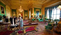 Queen Elizabeth and India's President Pratibha Patil in the Green Drawing Room at Windsor Castle during a state visit in 2009 Inside Windsor Castle, Palais De Buckingham, Palace Interior, Luxury Interior, Queen Love, Elisabeth Ii, Royal Residence, Queen Of England, British Monarchy