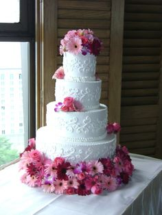 Simple yet elegant wedding cake for spring or summer wedding.