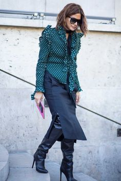 Christine Centenera On the street at Paris Fashion Week. High Street Fashion, Fashion Week Paris, Street Chic, Mode Outfits, Stylish Outfits, Fashion Outfits, Christine Centenera, Fashion Editor, Fashion Trends