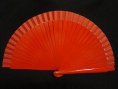 Abanico de madera liso. Color: Rojo. Medida: 23 cm.