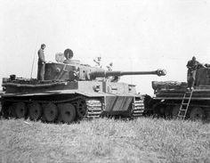 Some of the first to see the Russian plains ... Panzerkampfwagen VI Tiger…