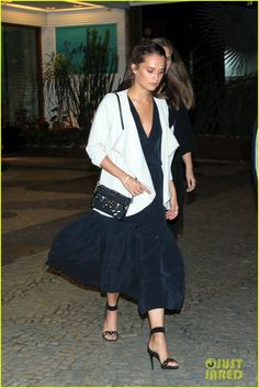 Alicia Vikander Enjoys Brazil After Louis Vuitton Event: Photo #3668587. Alicia Vikander leaves a dinner with friends on Saturday night (May 28) in Rio de Janeiro, Brazil.    The 27-year-old Oscar winning actress was in the city to attend…