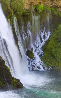 ✮ Water flowing from an overhanging ledge at Burney Falls, Northern California