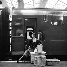 Check her out. The Entourage, photo by Milton Greene, England 1953 Vintage Outfits, Vintage Fashion, 1930s Fashion, Travel Photography, Fashion Photography, Train Platform, Milton Greene, Mode Vintage, Vintage Style
