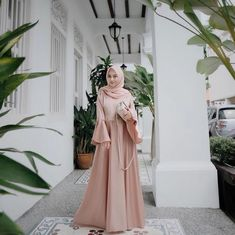 Hijab Gown, Hijab Dress Party, Hijab Style Dress, Modest Dresses, Simple Dresses, Pretty Dresses, Beautiful Dresses, Batik Fashion, Abaya Fashion
