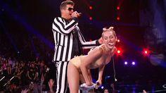 Miley Cyrus: Peinlicher Auftritt bei den MTV Video Music Awards - RTL.de