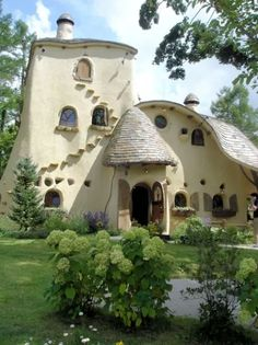 I'm pretty sure my teenage son would climb this. Probably ought to put his room in the second story. Dream Home Design, My Dream Home, House Design, Cute House, My House, Hansel And Gretel House, Fairytale House, Earthship Home, Cottage In The Woods