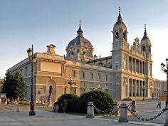 Para todos aquellos que vengan a visitar Madrid o que les guste disfrutar de los lugares turísticos imprescindibles proponemos unas rutas a pie
