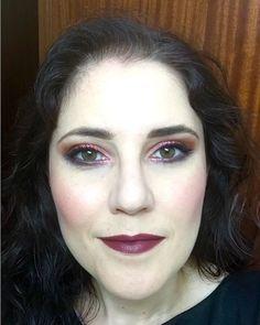 Aunque todavía se puede ver en mi Stories os dejo el look completo de anoche. Los productos utilizados para el maquillaje de ojos están en la foto anterior. Para los labios utilicé el #vintage de los #liquidsuede de #nyx.  #makeuplook #fotd #motd #look #eyemakeup #instamakeup #evamcobos #evamcobosbeauty  #evaimnotmua #imnotmua #cosmetics #maquillaje #cosmetica #beauty #belleza #makeuplover #makeupaddict #allaboutmakeup #makeup  #ilovemakeup #makeupbyme #makeupobsessed #makeupart #makeuplove…