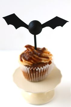diy batty cupcake toppers