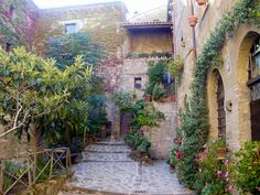 Se io viva in Italia... (If I lived in Italy) #CourtYard #Landscape #Outdoor  ༺༺  ❤ ℭƘ ༻༻  IrvineHomeBlog.com