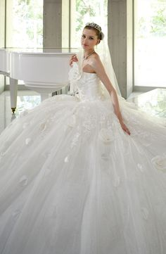 Huge dress! I probably wouldn't go for this but wow gorgeous!