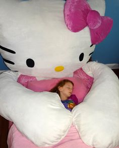 Hello Kitty wants a hug. Come little children. Get a HUG Hello Kitty Bed, Hello Kitty Birthday, Men's Bedding, Giant Spider, Baby Doll Accessories, Big Girl Rooms, Sleeping Bag, Home Decor Bedroom, Oak Bedroom