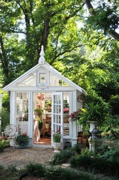 Gardening quilters gotta dig on pinterest garden for Garden shed quilting
