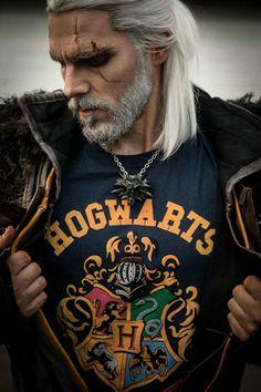 Geralt of Rivia wearing the Hogwart Tshirt