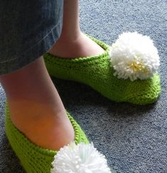 Tinker Bell - via Knitting Stitches, Knitting Patterns Free, Baby Knitting, Sewing Projects For Kids, Knitting Projects, Crochet Slippers, Knit Crochet, Felt Booties, Dou Dou