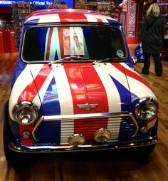 Union Jack Mini Cooper (although, in fact, the successful new re-launch of the Mini is a product of BMW) Union Jack, Classic Mini, Classic Cars, Style Anglais, Automobile, Union Flags, British Things, Mini Cooper S, Mini Things