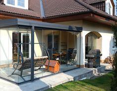 Zastřešená terasa působí moderně a hodí se každému typu domu. Jistě ji využijete nejen pro odpočinek. #(Profiltechnik, terasa, zahrada)