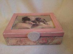 caja madera niñas blanco y negro  caja de madera,papel decoupage,pintura decoupage,pintura a mano